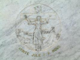 Bassorilievo dell'altare nella cappella della fonte di santa Giulia