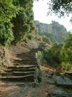 Scalinata sul sentiero che porta alla fonte di S.Giulia